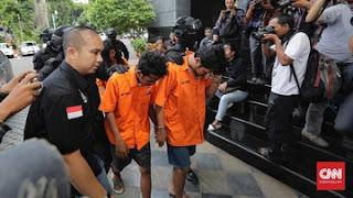 Kelima tersangka pengeroyokan anggota TNI di Cibubur. (CNN Indonesia)