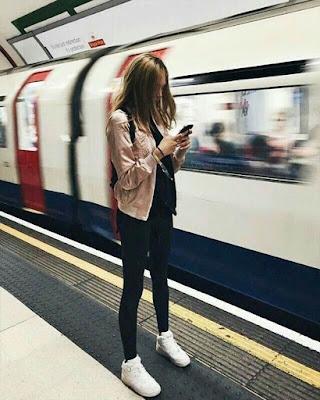 foto estación de metro chica tumblr