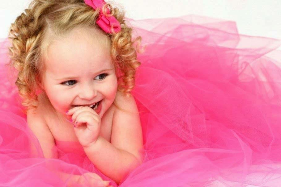 güzel-şirin-bebek-in-pembe renkli