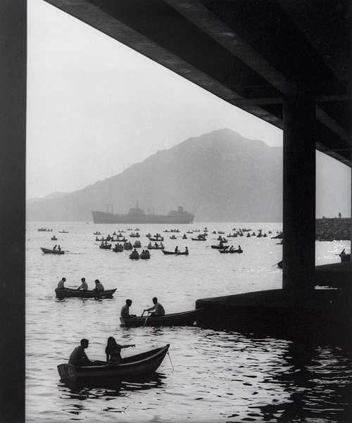 "Foto: Yau Leung - ""Lai Chi Kok"", 1968. // imagenes chidas, historicas, bellas, hong kong antiguo, blanco y negro, cool pictures, vintage photos."