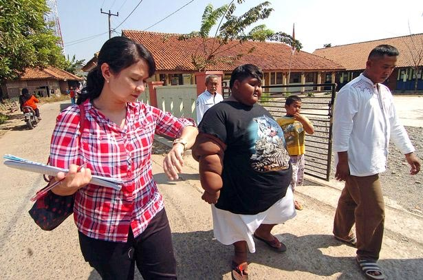 World's fattest kid resumes school after learning how to walk again