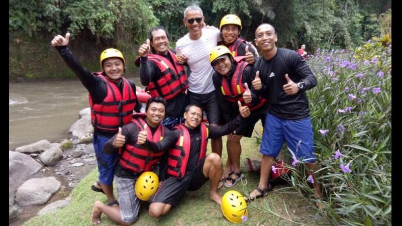 Obama usai rafing di Bali