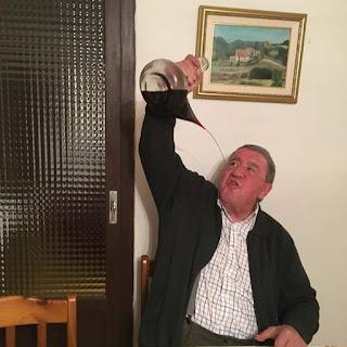 Pedro Bel Caldú, bebiendo, porrón, porró, al galet