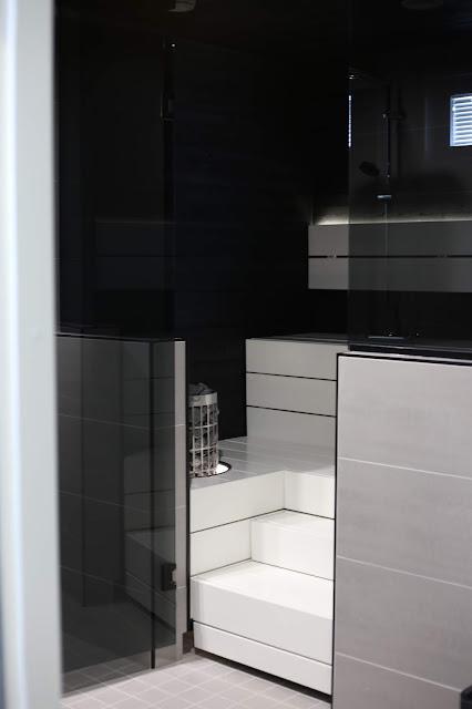 valkoinen sauna, musta sauna, mustavalkoinen sauna, cilindro, kias, harvia, siparila, upotuskaulus, lauteiden suunnittelu, lauteet, modernit lauteet, moderni sauna, puolilasiseinä