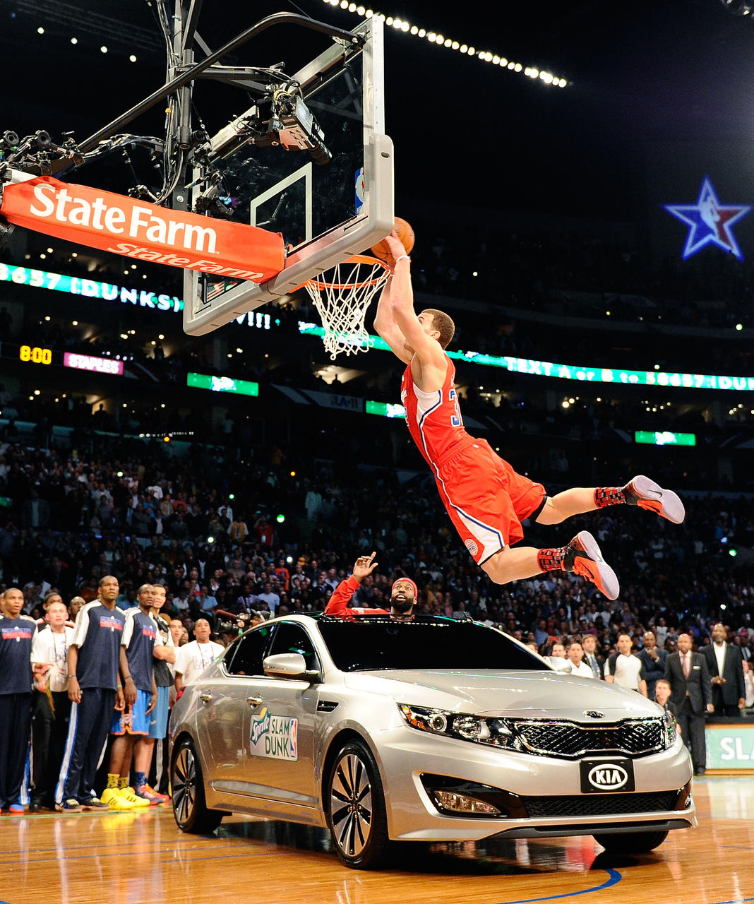 Blake Griffin Dunks Over A Car In The Dunk Contest : NBAimages