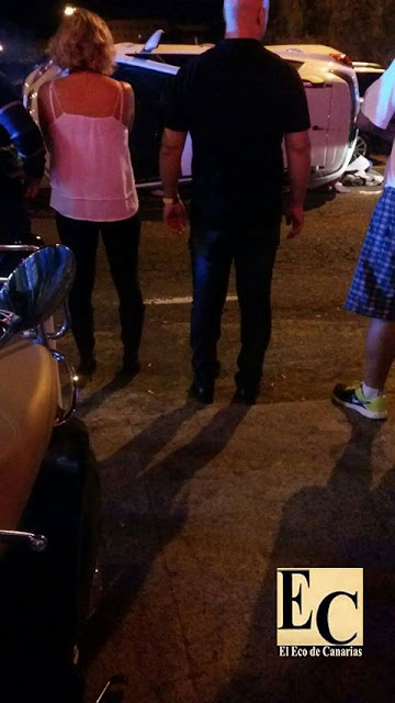 Vuelco de un coche  en Los Tarahales, Las Palmas de Gran Canaria con dos niños y una mujer