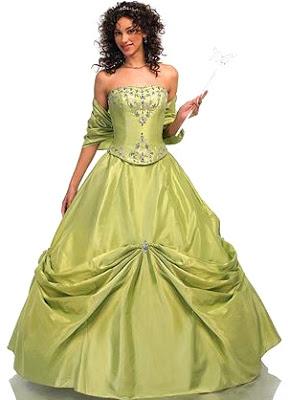 Foto de mujer con vestido de quinceañera color verde olivo