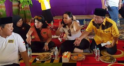 Beredar Foto-foto Nyonya Lee Dampingi Arinal Kampanye