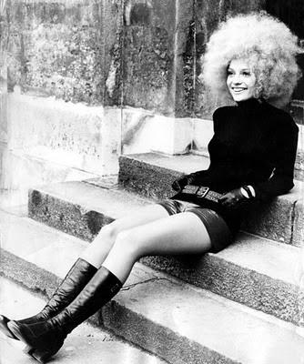 white woman with kinky hair