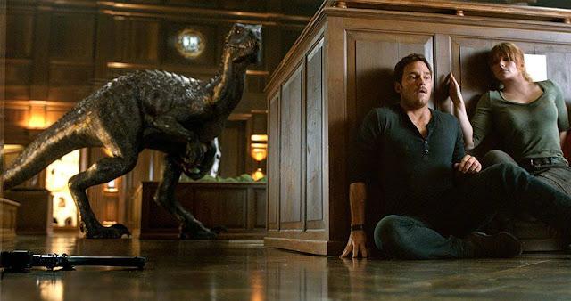 Owen Grady (Chris Pratt) et Claire Dearing (Bryce Dallas Howard) dans Jurassic World 2 : Fallen Kingdom, réalisé par Juan Antonio Bayona (2018)