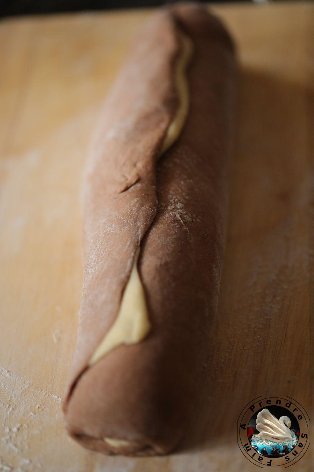 Brioche tressée marbrée en couronne (pas à pas en photos)