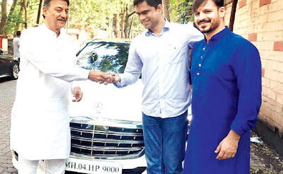 vivek-oberoi-gifts-luxury-car-to-father-on-diwali