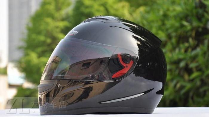 Kota Ini Larang Pengendara Motor Pakai Helm Buatan China