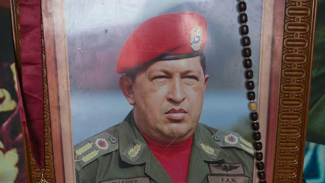 ¿Ocultó Maduro por semanas la muerte de Chávez para quedarse con el poder?