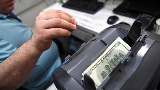 Argentina: El dólar se ofrece a casi 42 pesos y la moneda local se deprecia todavía más