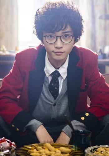 """Akira Onodera sebagai Kyuu Nitobe, anggota ekstrakurikuler jurnalistik yang menyelidiki peristiwa yang terjadi terhadap OSIS, kelompok """"Village"""", dan Yumeko"""