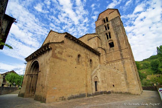Iglesia románica de Santa María en Santa Cruz de la Serós  por El Guisante Verde Project