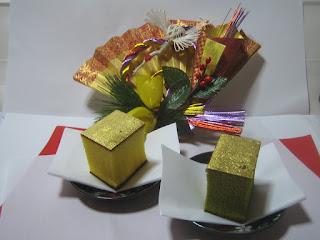 お正月の金の飾り扇子
