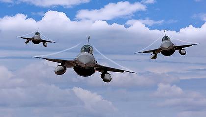 戦闘機3機