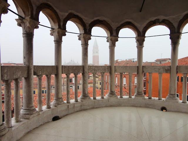 Výhled na Benátky z věžičky Scala Contarini del Bovolo