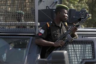Saat ini Pihak Kepolisian Nigeria Tengah Selidiki Video Anak Kecil yang Dibakar karena Mencuri Semangkok Bubur - Commando