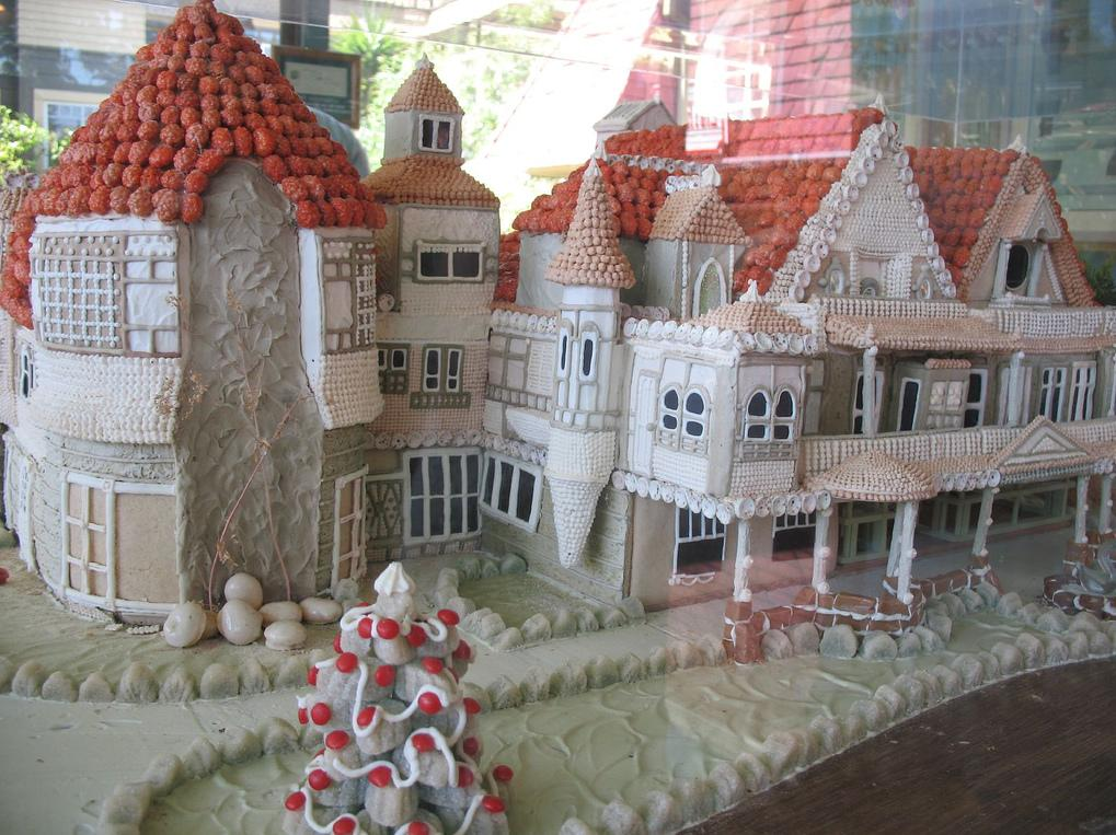 15 Creative and Unusual Gingerbread Creations.