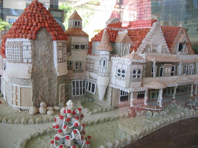 15 Creative and Unusual Gingerbread Creations (15) 10