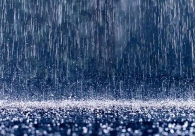 Καταρρακτώδεις βροχές πλήττουν από το βράδυ κεντρική και νότια Ελλάδα