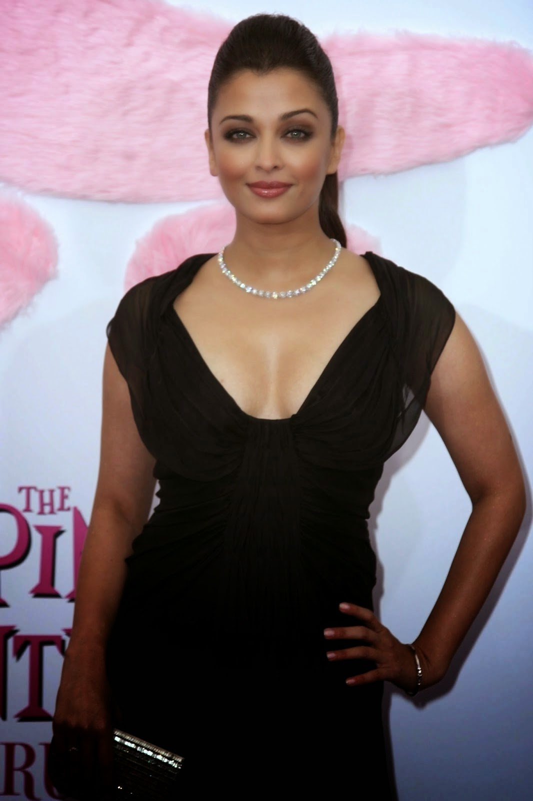 , Aishwarya Rai Bachchan Pink Panther 2 Premiere Pics in Black Dress