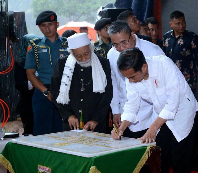 Dekat Ulama dan Rakyat, Jokowi bersama Abuya Muhtadi Bersilaturahim dengan Kades se-Banten