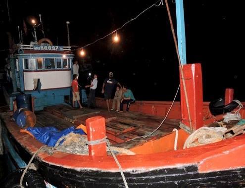 Một tàu cá Việt Nam bị tàu Trung Quốc tấn công, cướp hải sản