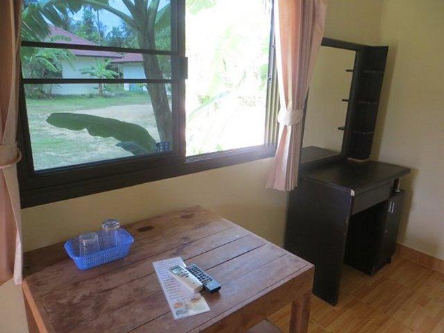 Старая мебель в номере