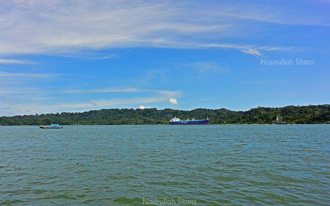Di depan itu adalah Pulau Nusakambangan