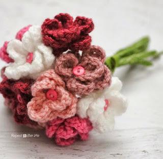 http://translate.google.es/translate?hl=es&sl=en&tl=es&u=http%3A%2F%2Fwww.repeatcrafterme.com%2F2014%2F04%2Fcrochet-flower-bouquet.html