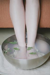 Baño de pies de salvia