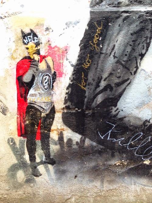 Fledermausmann Superheld Batman Graffiti Kunst Batman Bild Street-Art Straßenkunst legal sprayen Klebebild