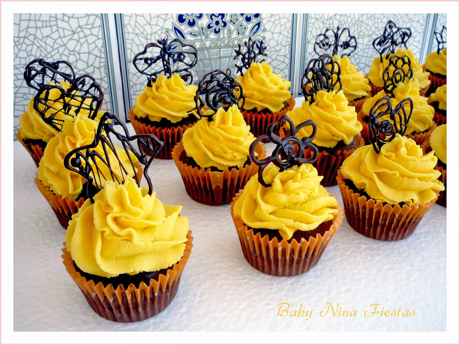 Cupcakes chocolate, naranja, con topper chocolate