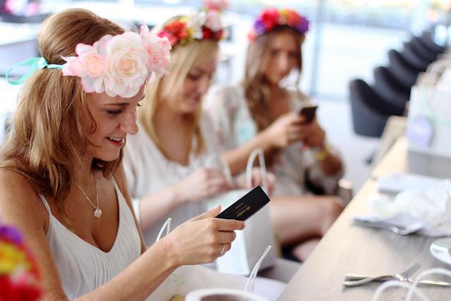 Bachelorette party, junggesellinnen, weiß, brunch, blumenkranz, sekt, polen, polska, panienski, wyspa hel, polwyspa, bridal shower, goodiebag, navucko, karolina kurkova, pandora, armband, flash tattoos, tem bride,