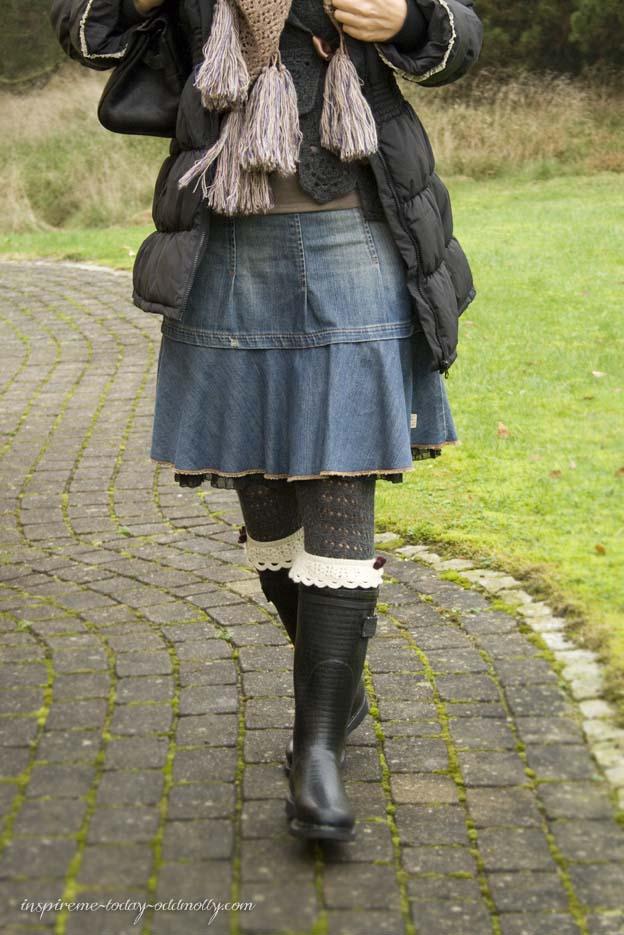 Lørdag med nye gummistøvler og nederdel