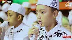 """Lirik Teks Sholawat  """" Kami Santri Bukan Artis """" Voc. Gus Azmi Syubbanul Muslimin"""