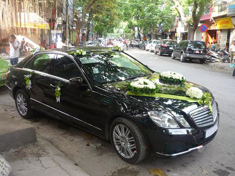 Cho thuê xe cưới Mercedes E300 tại Hà Nội