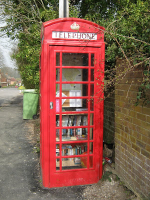 British phone booth turned into a mini-library