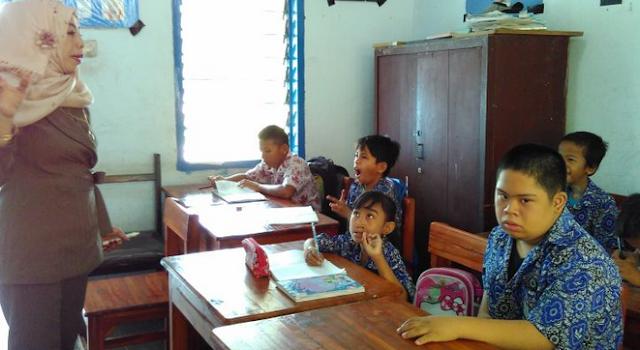 Masih Ada Guru Bergaji Rp300 Ribu di HARI GURU NASIONAL 2016