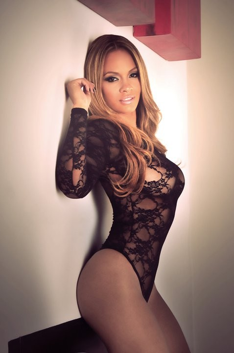 Sandy mature model