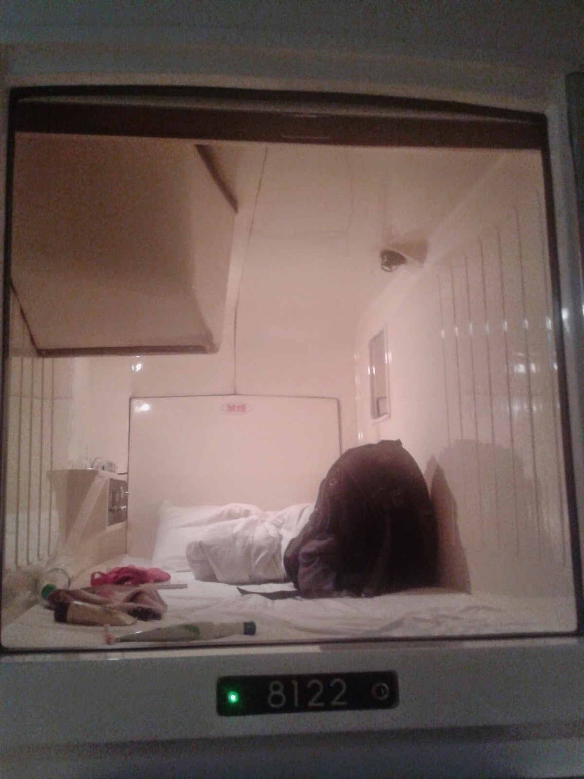 Staying at Shinjuku Capsule Hotel, Japan | Ummi Goes Where?