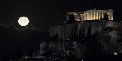 «Super Moon»: Η μεγαλύτερη Πανσέληνος των τελευταίων 70 ετών φωτίζει την Ακρόπολη 2016