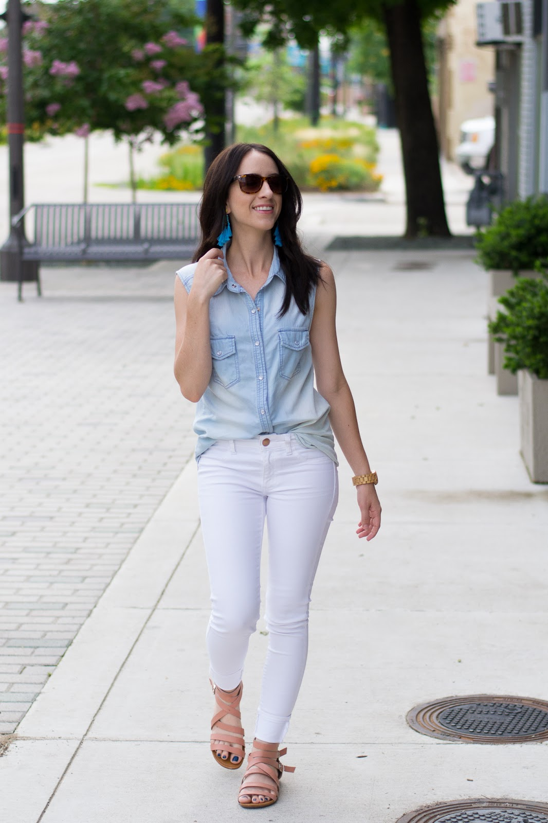 How to wear white jeans for spring and summer
