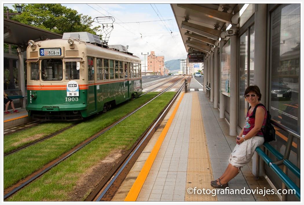 tranvía que lleva hasta la cúpula Genbaku, en Hiroshima, Japon