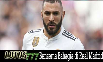 Benzema Bahagia di Real Madrid