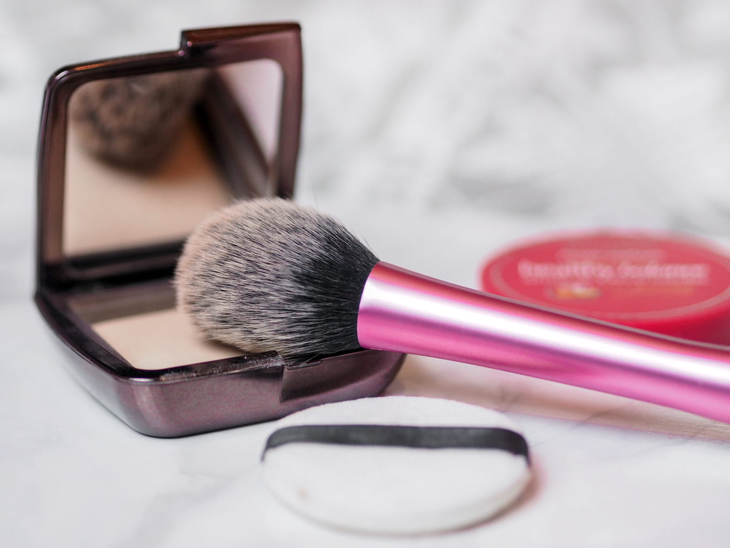 5 ways to set your makeup hourglass ambient lighting powder dim light